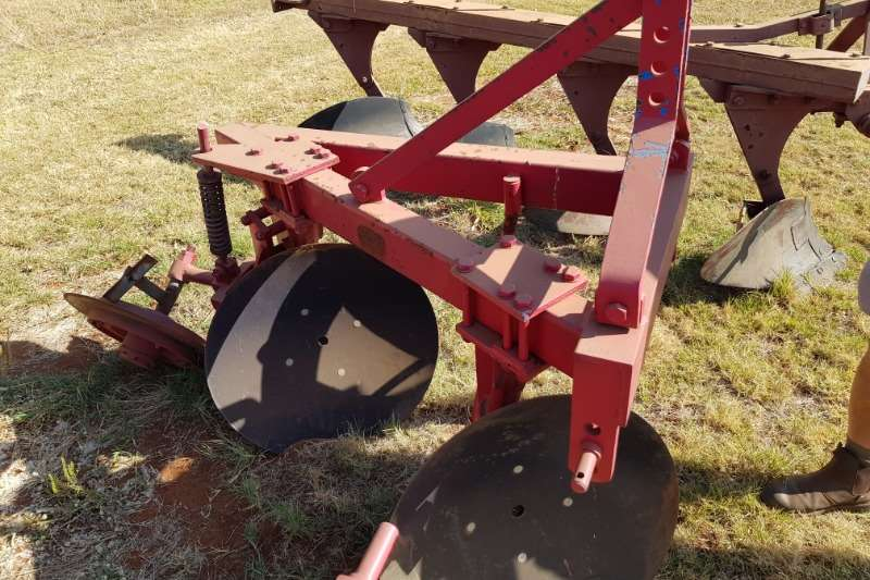 Ploughs Disc ploughs new 2 disc plough