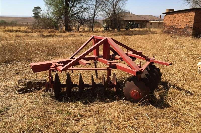 Ploughs Disc ploughs Operd / kontoer dis