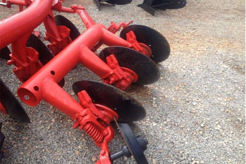 Ploughs Disc ploughs S2897 Red Massey Ferguson (MF) 3 Disc Pipe Plough
