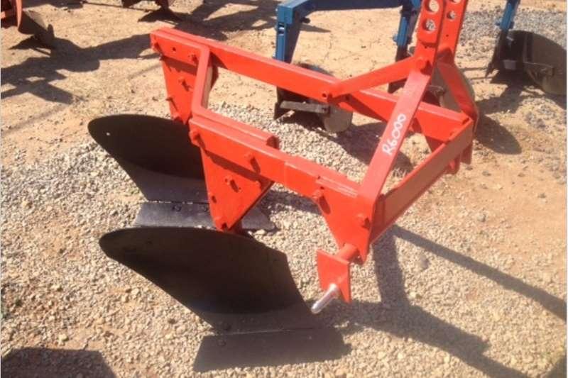 Ploughs Mouldboard ploughs S3085 Red U Make 2 Furrow Frame Plough / 2 Skaar R