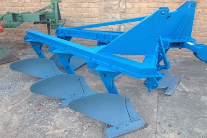 Ploughs Mouldboard ploughs S3132 Blue Soilmaster 3 Furrow Beam Plough / 3 Ska