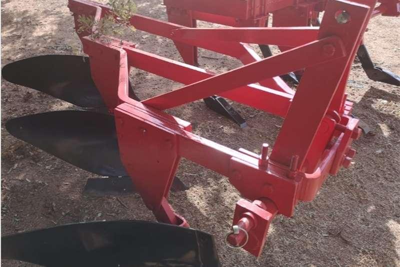 Ploughs Mouldboard ploughs S3134 Red U Make 3 Furrow Frame Plough / 3 Skaar R