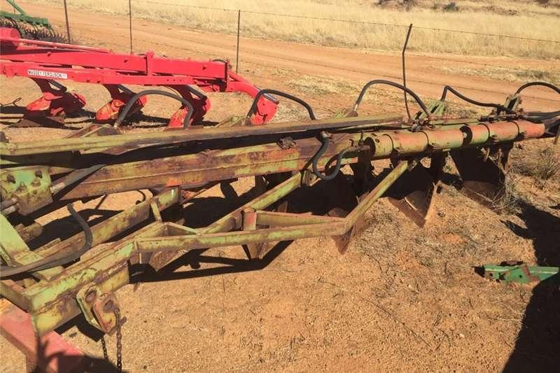 Ploughs Other ploughs Vetsak 5 skaar Hidroliese Ploeg