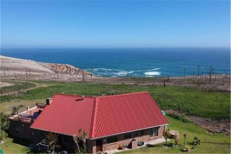 Farms 9.25 ha small holding with PRICELESS sea views. Property