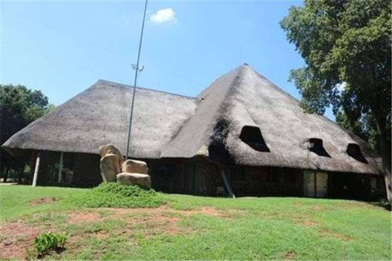 Property Farms Stunning 4 Bedroom Main home plus a 3 Bedroom 2nd