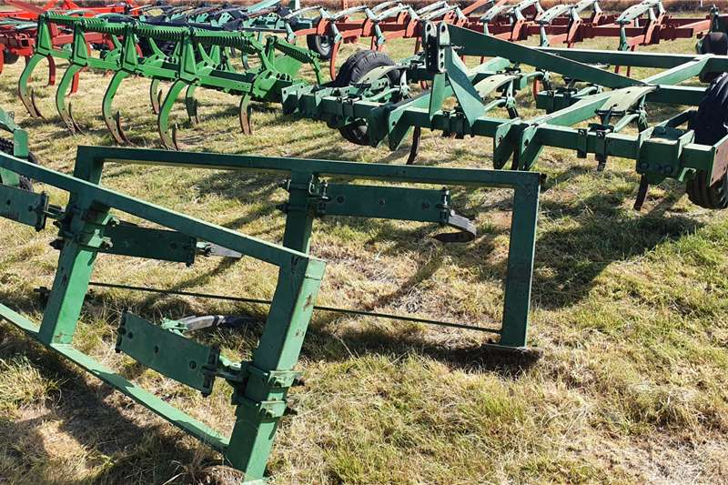 Rovic Rippers DLB 12 / beitelploeg Tillage equipment