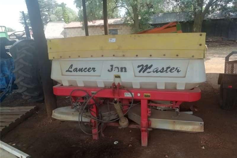 Seeds fertilisers and chemicals Jan Master kunsmis Strooier