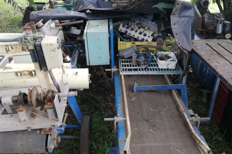 Seeds fertilisers and chemicals Seedling Planting Machine
