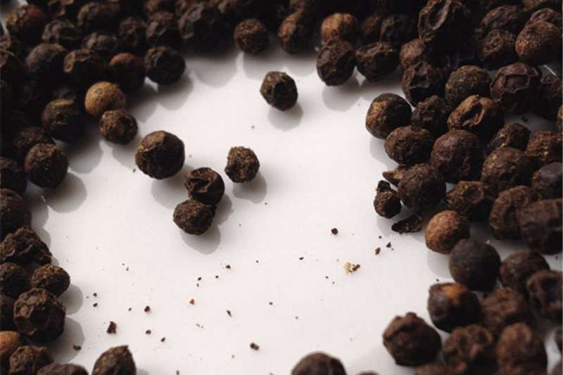 Seeds Fertilisers and Chemicals Seeds BLACK AND WHITE PEPPER FOR SALE