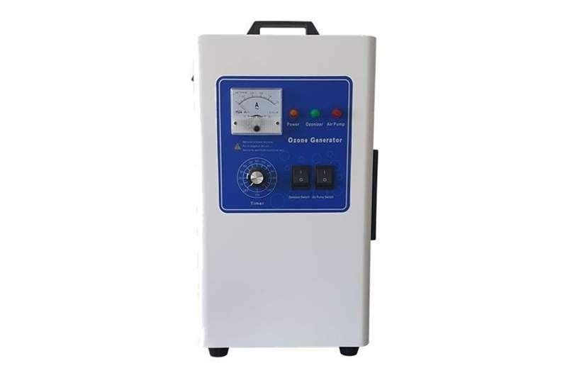 Services WCOZ 7 GRAM : 7G/Hr ozone generator – white stee