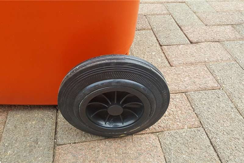 Services wheels for plastic bins