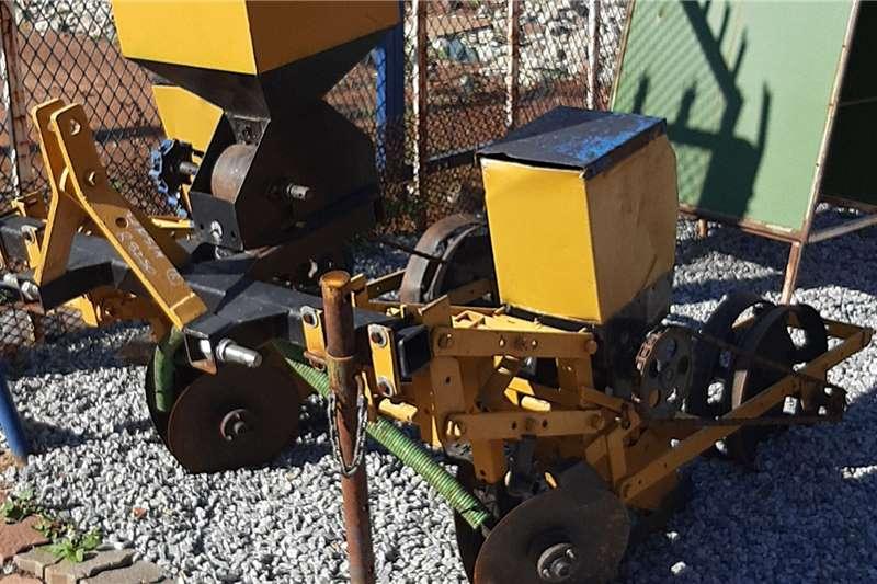 Soilmaster Row planters twee ry planter geel Planting and seeding equipment