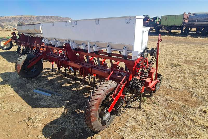 Soilmaster Seeders 9 Row Soilmaster Planter Planting and seeding equipment