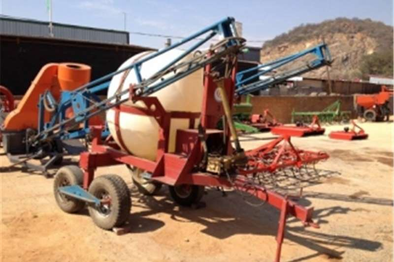 Sprayers and spraying equipment Boom sprayers S27 Pre Owned Quantum 2000L 15m Hydraulic Boom Spr