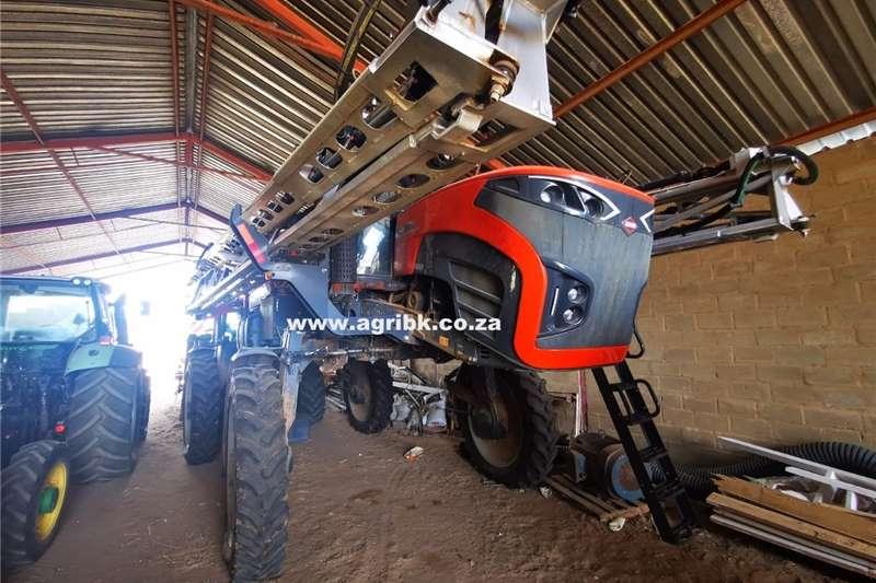 Self-Propelled sprayers Kuhn Stronger 4000 Spraying equipment