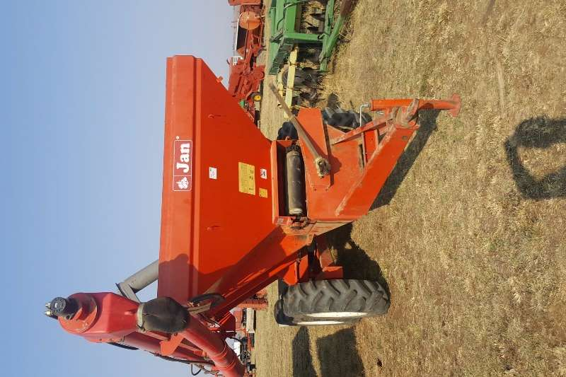 Box spreaders JAN 10 Ton Lime Spreader with Auger Attachment Spreaders