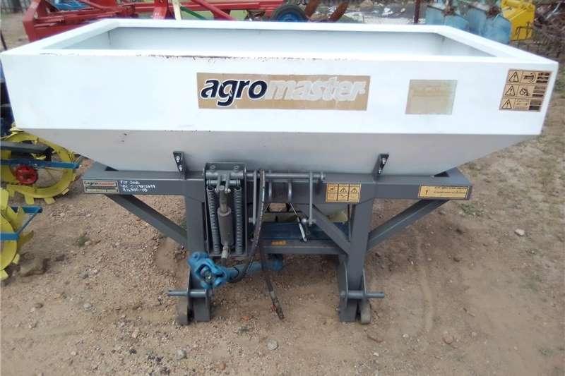 Fertiliser  Agromaster fertilizer spreader , strooier Spreaders