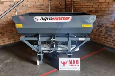Fertiliser  New Agromaster 1000 fertilizer spreaders Spreaders