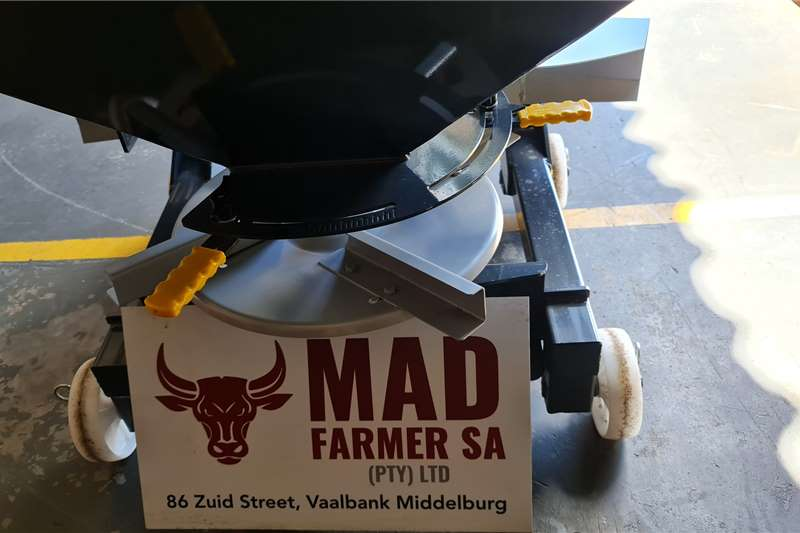 Fertiliser  New Agromaster 500 fertilizer spreaders Spreaders