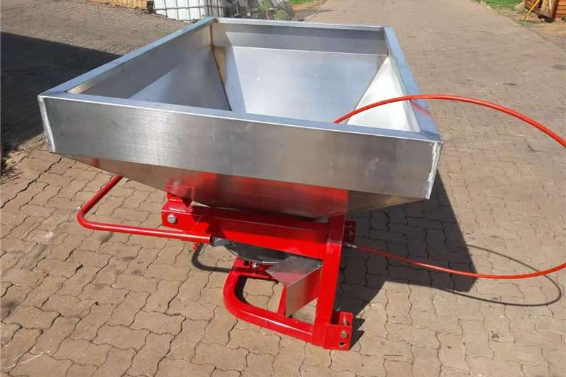 Spreaders Fertiliser spreader Fertilizer Spreader