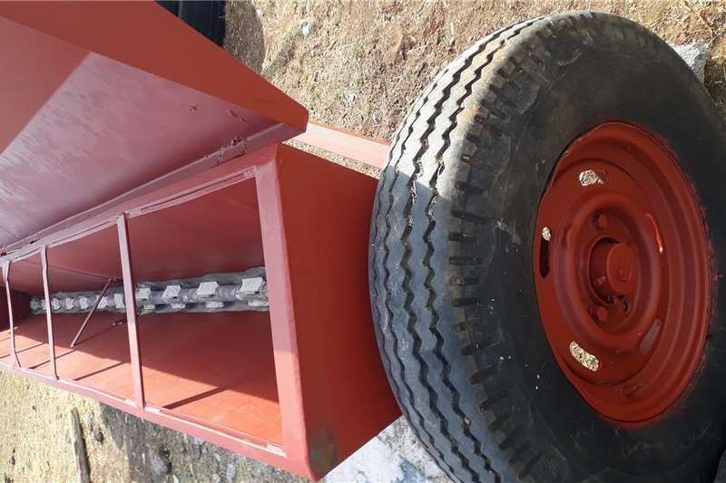 Trailed spreaders EZ Lime and fine seed spreader Spreaders