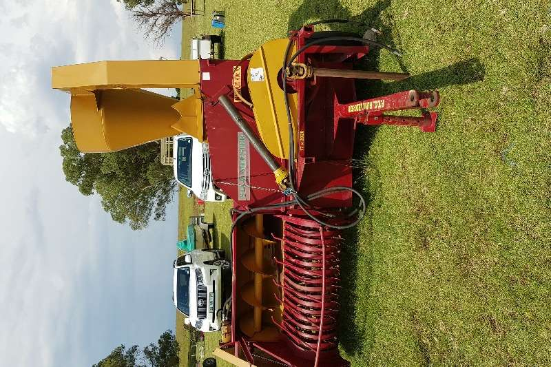 Staalmeester Harvesting equipment 6776 O M grass and bean feed harvester