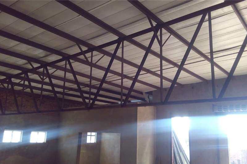 Factories and warehouses STEEL ROOF TRUSS Structures and dams