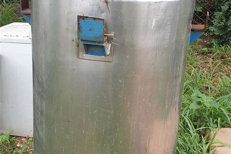 Water tank stands Stainless steel tank 1.2m highx900diameter Structures and dams