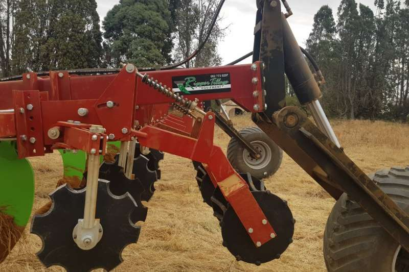 Closing Coulter and Roller Units behind Rippers Tillage equipment