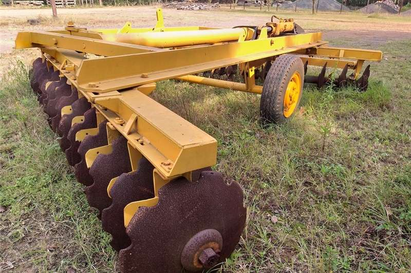 Tillage equipment Cultivators 28 Disc H/D Hydraulic Offset Harrow CAT