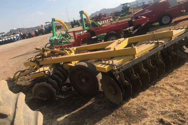 Tillage equipment Ploughs 24 Skottel Dis
