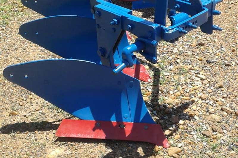 Ploughs 3 Furrow Mouldboard plough , 3 Skaaar ploeg Tillage equipment