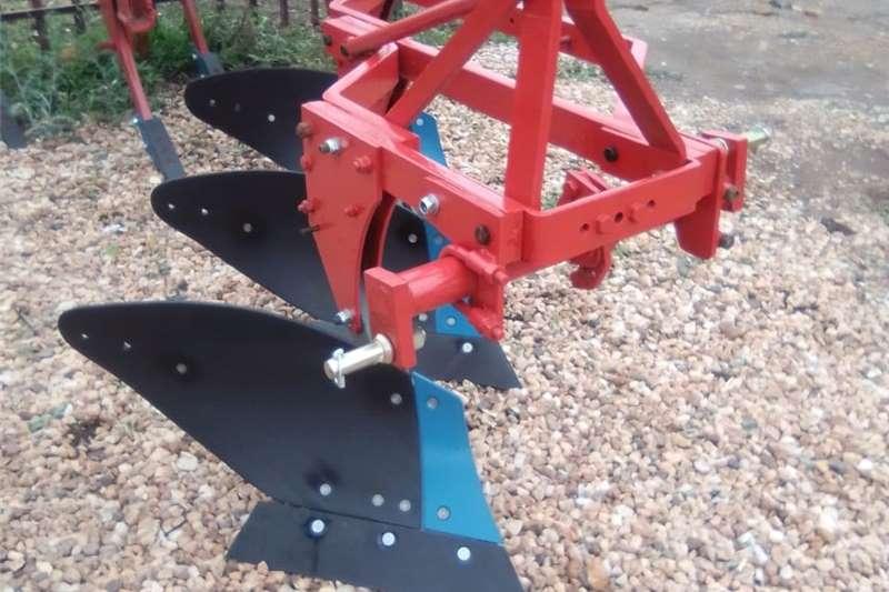 Ploughs 3 Skaar ploeg , Three shear mouldboard furrow plou Tillage equipment