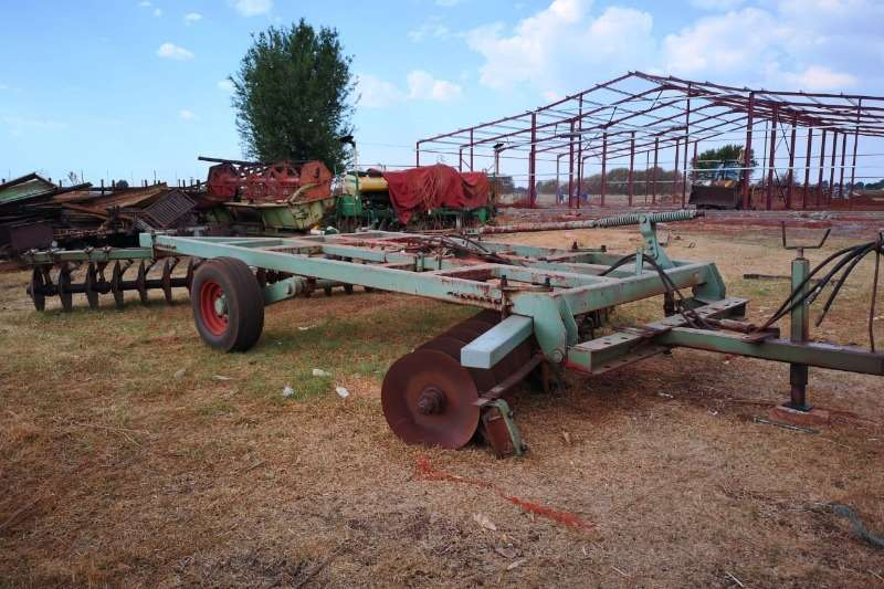 Tillage equipment Ploughs 36 skottel hidroliese disc harrow