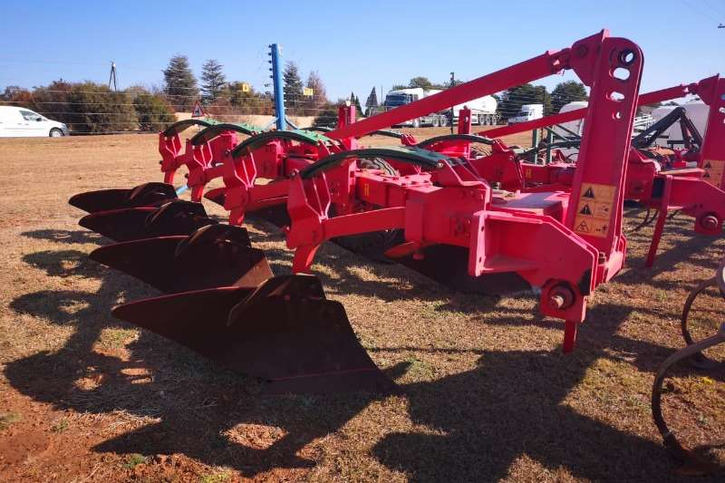 Tillage equipment Ploughs 4 Share auto Reset Plough x2