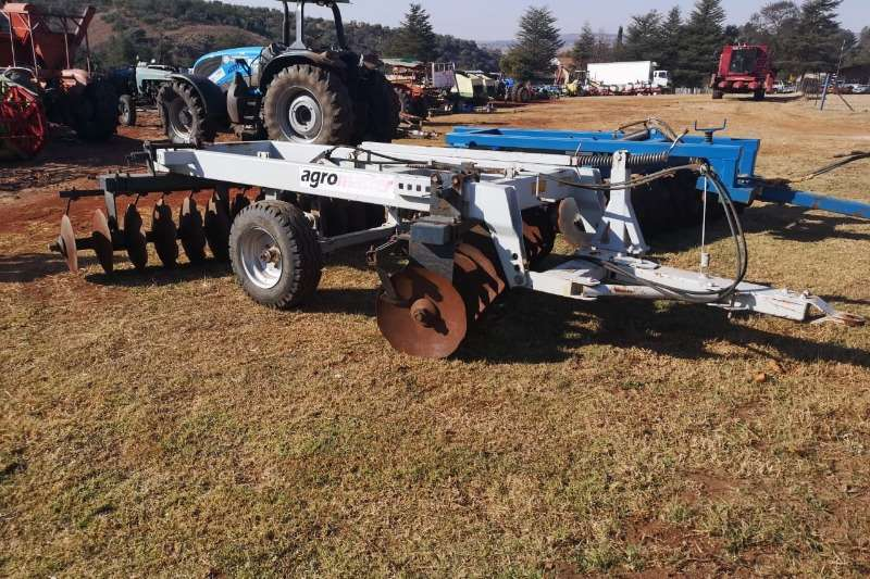 Tillage equipment Ploughs Agromaster 28 disc Harrow