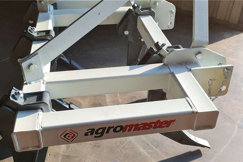 Ploughs Brand new Agromaster 5 tine chisel ploughs Tillage equipment