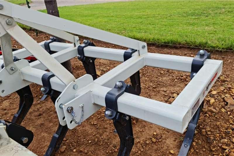 Ploughs Brand new Agromaster 7 tine chisel ploughs Tillage equipment