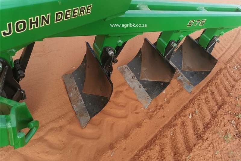 Ploughs John Deere 975 Ploeg Tillage equipment