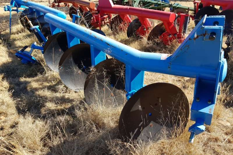Tillage equipment Ploughs New 2,3,4 disc ploughs from R20 000