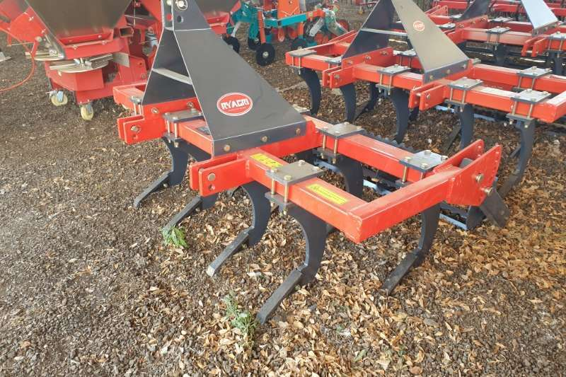 Tillage Equipment Ploughs New 9 Tine Chisel Plough + roller 2019