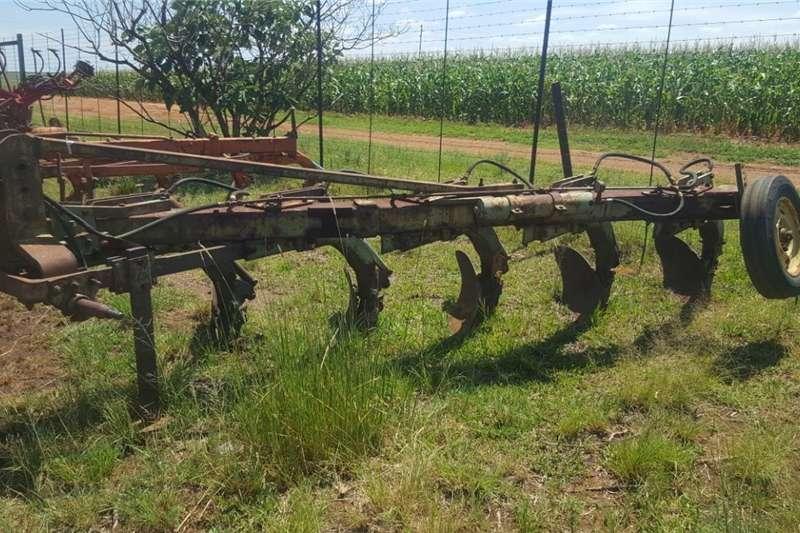 Tillage equipment Ploughs Plough / Ploeg, 5 skaar