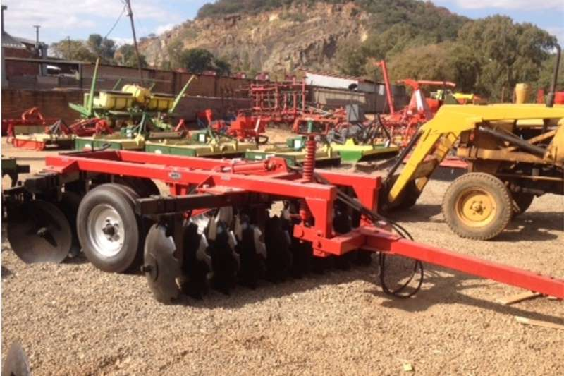 Tillage equipment Ploughs S3087 Red BPI 18 Disc Medium Duty Hydraulic Harrow