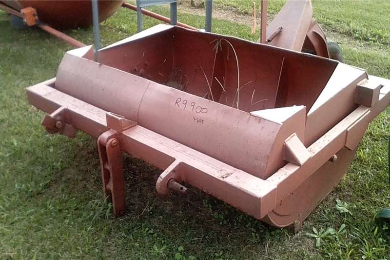 Tools and equipment Plate compactor Dam Scoop   R9000 + VAT
