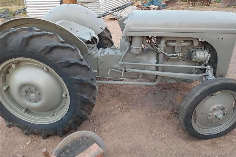 2WD tractors Ferguson Vaaljapie Tractors