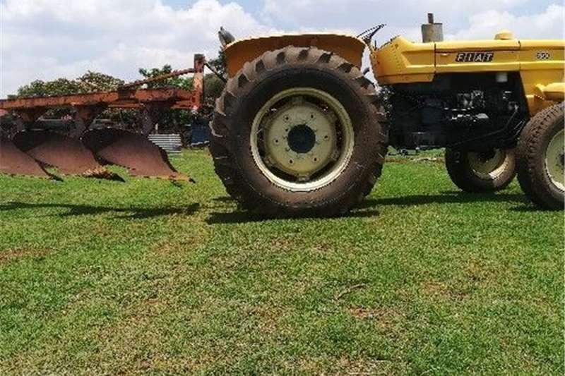 2WD tractors Fiat 650 trekker en 3 skaar ploeg te koop Tractors