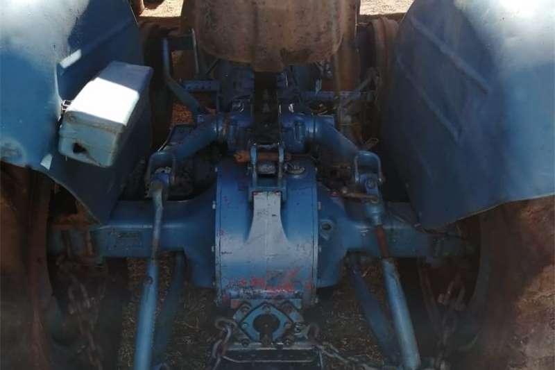 2WD tractors Ford 3000 Tractors