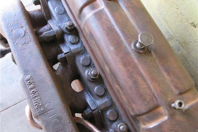Tractors 2WD tractors MF Vaaljapie tractor engine (#1), Massey Harris Fe