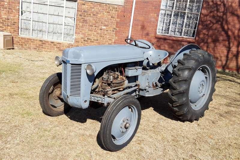 2WD tractors Vaaljapie trekker Tractors