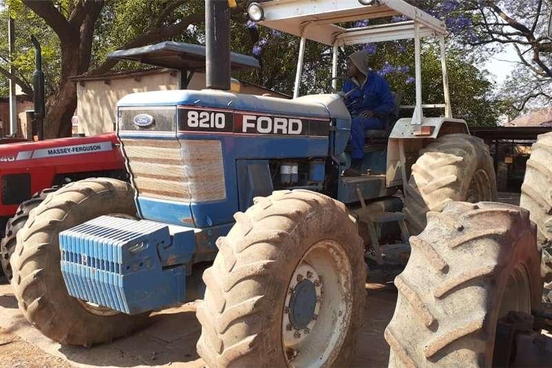 4WD tractors Ford 8210 4x4 Tractors